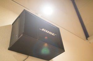 池袋 レンタルスタジオ のBスタジオの スピーカー は BOSE です。